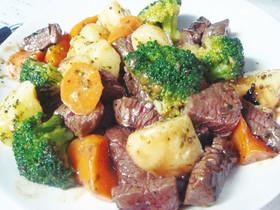 牛赤身肉とゴロゴロ野菜のバター焼き