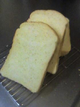 残った生クリームできめ細かい食パン