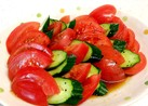 暑い暑い夏の日のひんやりトマトサラダ