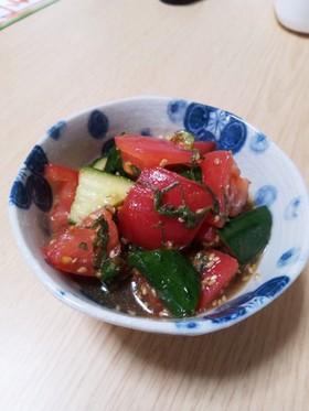 トマトと胡瓜で!大葉とにんにくのマリネ