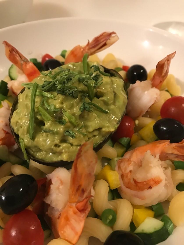 メキシコ☆海老とアボカドとパスタのサラダ