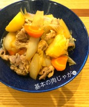 簡単調理で胃袋を掴む♡基本の肉じゃが☻の写真