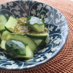 胡瓜と味付めかぶの塩麹和え