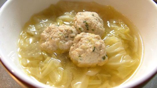 ホッとするね♪キャベツと鶏ミンチのスープ