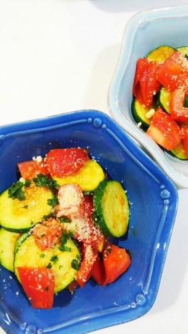 ズッキーニとトマトのサラダ風ソテー