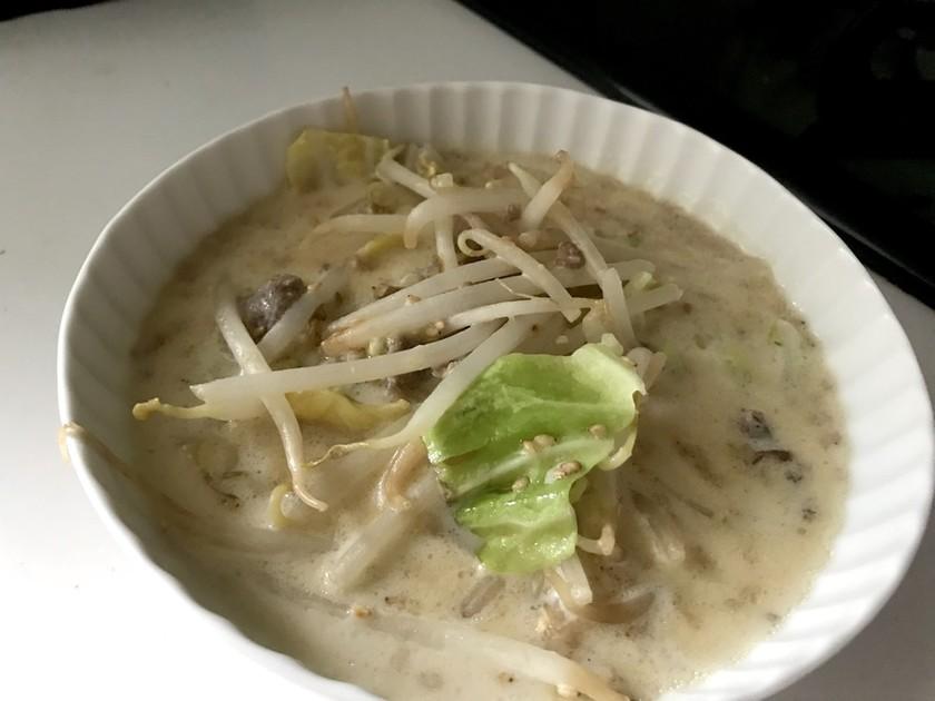 味噌ラーメン風味の豆乳スープ