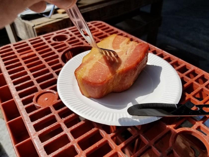 厚切りベーコンの熱燻製