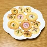 エディブルフラワーのクッキーの写真