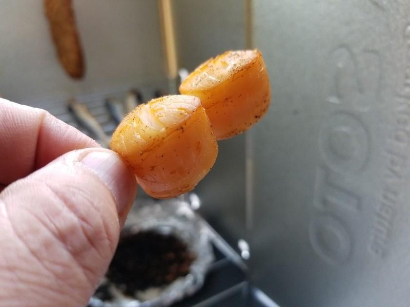 ベビーホタテの熱燻製