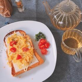 簡単マヨチーズスクランブルエッグトースト
