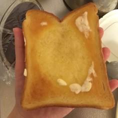 バター好きさんに捧ぐシンプルトースト。
