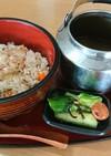 鶏ガラで取った炊き込みご飯の出汁茶漬け