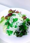 味噌汁の具のワカメで海藻サラダ