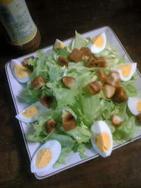 卵とクルトンのサラダ