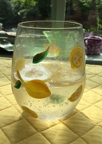 レモンの香るビネガーソーダ