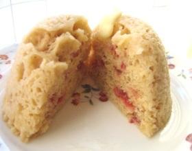 レンジでフレッシュイチゴの蒸しケーキ