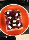 クリチ&ブルーベリージャムのトースト