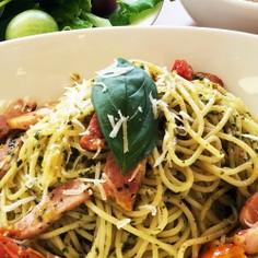 トマトとベーコンのジェノベーゼパスタ