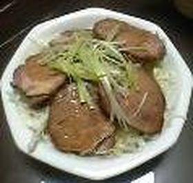 *贅沢!厚切り煮豚丼*