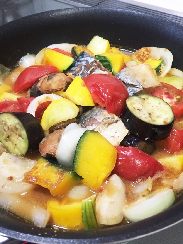 鯖缶と夏野菜の煮物