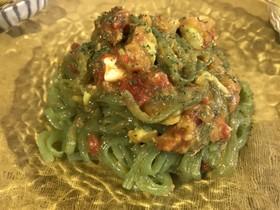 こんにゃく麺のアボカドトマトパスタ