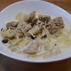 鶏肉きのこ玉ねぎクリームだしスープパスタ