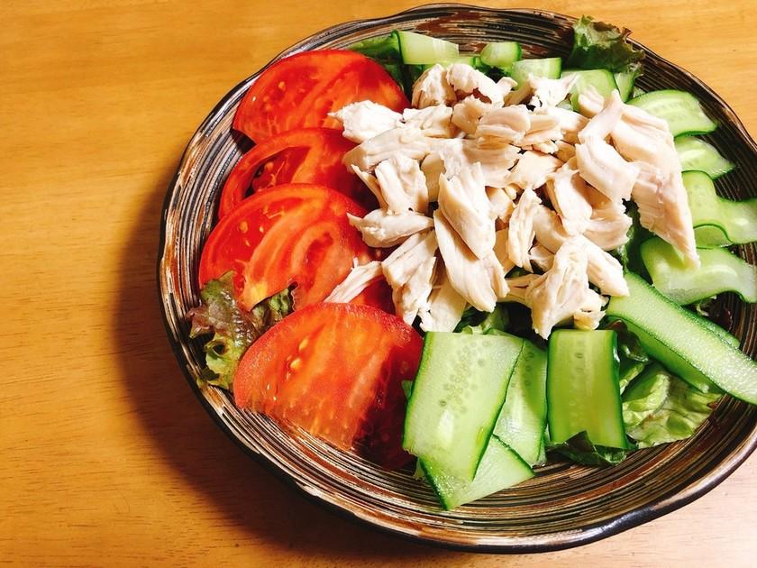 ささみとたっぷり野菜のヘルシーサラダ