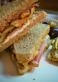 ゴートチーズと生ハムのサンドイッチ