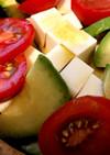 アボカドの3色サラダ