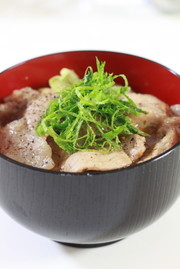 大葉塩ダレで作るガッツリ豚丼の写真