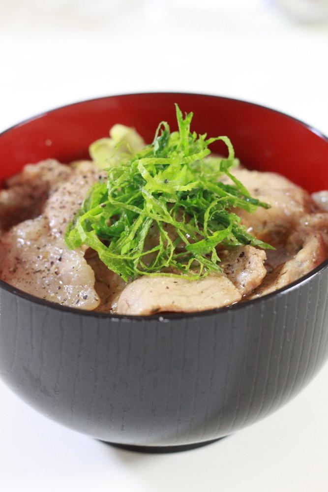 大葉塩ダレで作るガッツリ豚丼