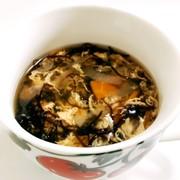 野菜と卵のもずくスープの写真