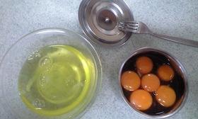 一工夫でちょっと美味しい、卵黄の醤油漬け