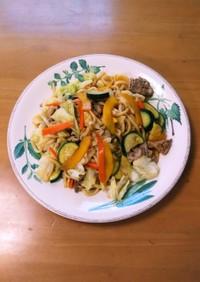 夏野菜たっぷり胡椒の効いた焼うどん