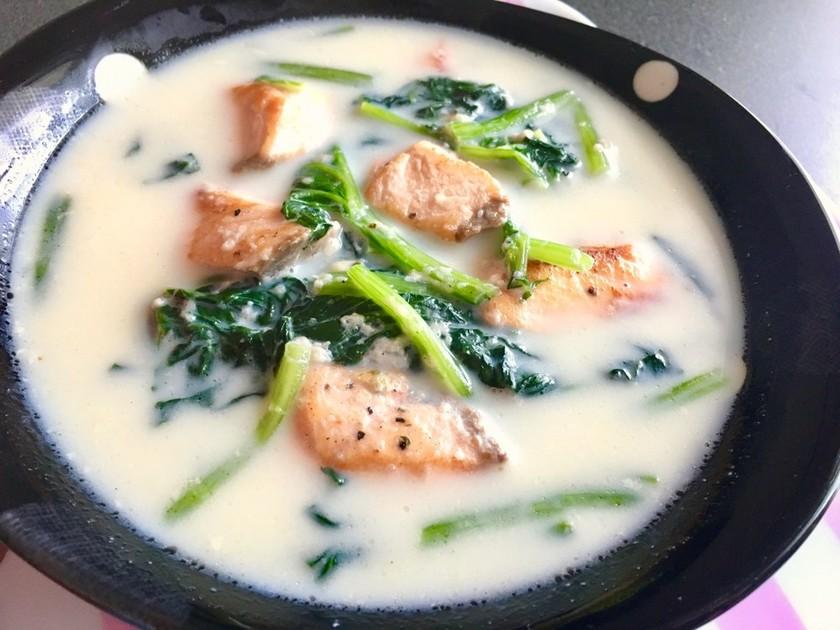 鮭とほうれん草のミルクスープ