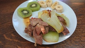 豚肩ロースとチンゲン菜の醤油焼き