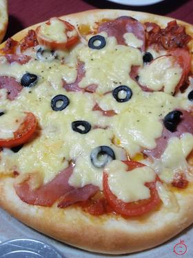 ピザ生地とソースを作って本格2時間ピザ。