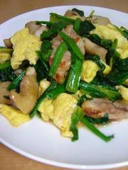 鶏肉とほうれん草と卵☆バター醤油炒めの写真