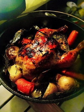 【キャンプ飯】ダッチオーブンで鶏の丸焼き