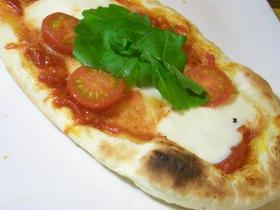 魚焼きグリルで☆もちもちマルゲリータピザ