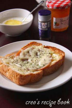 黒胡椒を利かせて♪ハム&チーズトースト