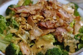 ベーコンとクルミで野菜サラダ