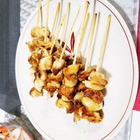 鶏皮とにんにく串 蒲焼のタレで