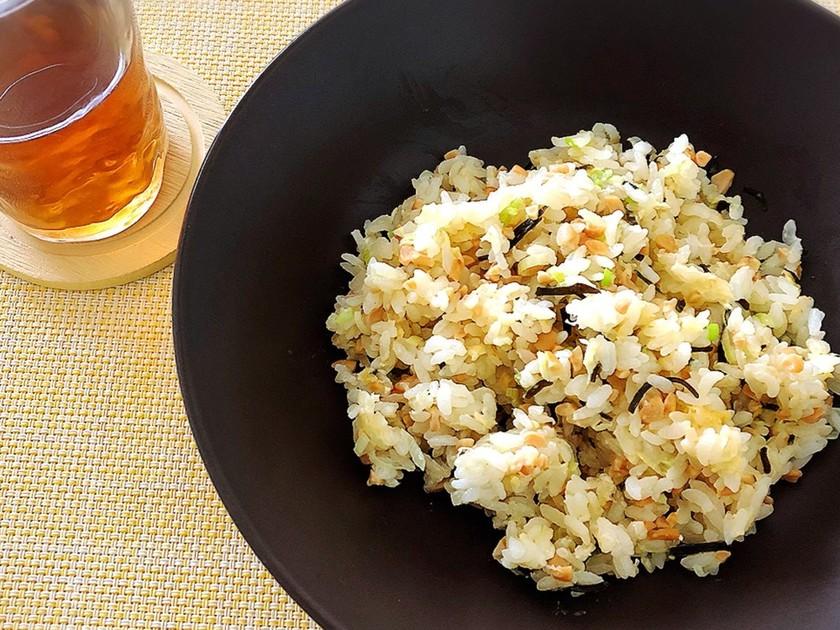 簡単ランチ☆納豆と塩昆布のチャーハン