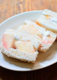 簡単かわいい♪水切りヨーグルトで桃サンド