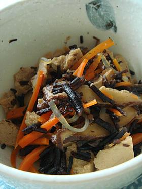 作り置き☆梅干しを使ったひじきの煮物