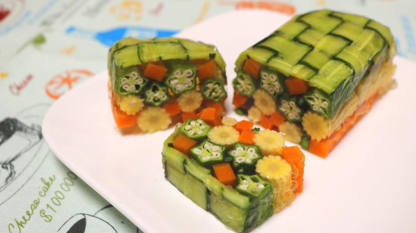ひんやり美味♪コンソメで夏野菜のテリーヌ