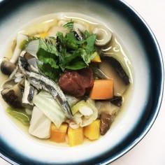 一晩おいた煮干し出汁で押し麦スープ
