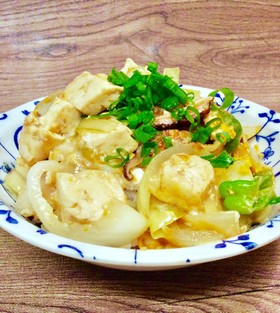 豆腐 玉葱の卵炒り丼