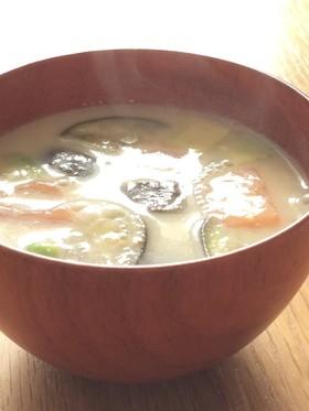 ゴロゴロ夏野菜の豆乳みそ汁